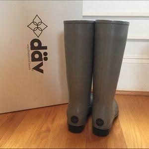 Däv, Brand New Grey Rain Boots, Size 7