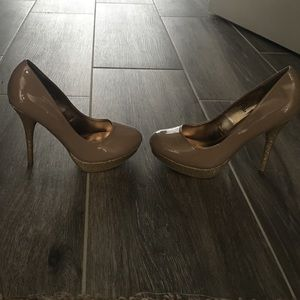 Nude and gold glitter Steve Madden heels size 6.5