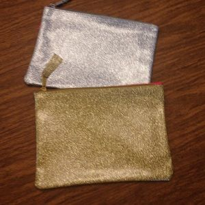 Handbags - 📣5 for $13📣 Silver and gold zippered makeup bags