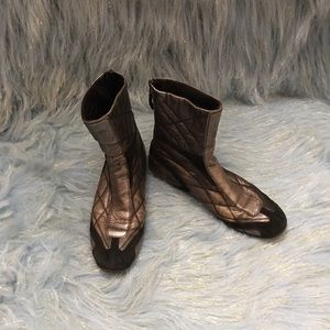 Host Pick 1/11Authentic metallic Prada boots