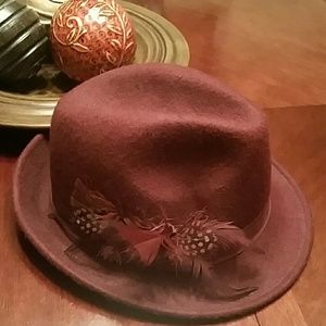 100% wool, burgundy fedora with feather details!