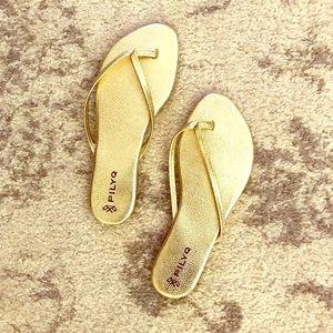 Pilyq Shoes - NWOT - Gold serpentine flip flops