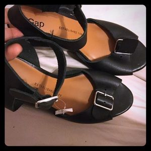 Black gap sandals