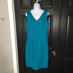 T Tahari Dresses & Skirts - T Tahari Everly V-Neck Sheath Dress Size 12 NWT