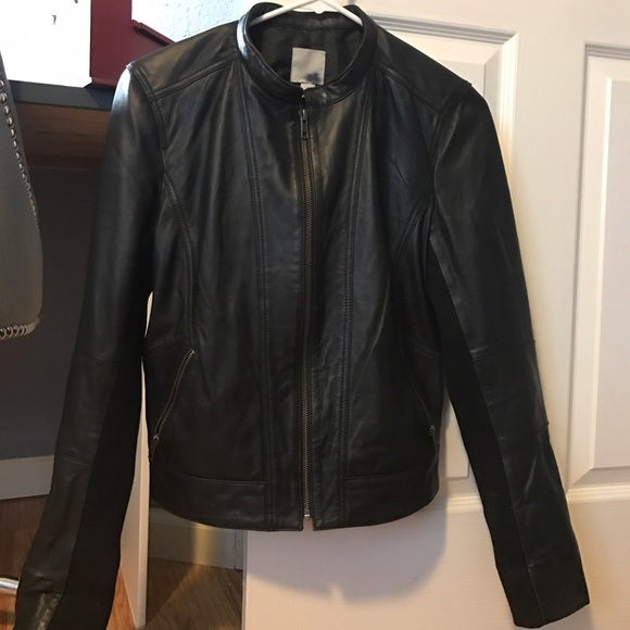 pretty and colorful good quality famous brand Halogen black leather jacket