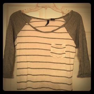 Tops - Cute grey and white striped tee