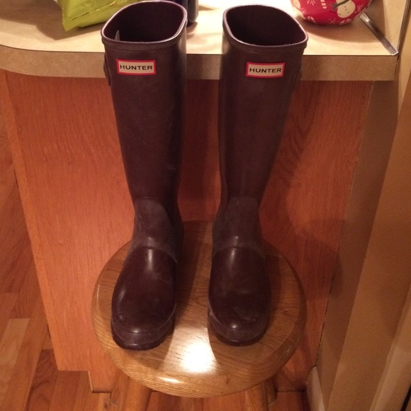 72% off Hunter Shoes - Hunter boots size 6 in burgundy from ...