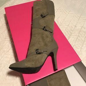 shoedazzle Shoes - Shoe dazzle suede taupe boots