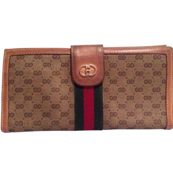 ce3acb9ae9e Gucci Handbags -  Classic Vintage Gucci Wallet