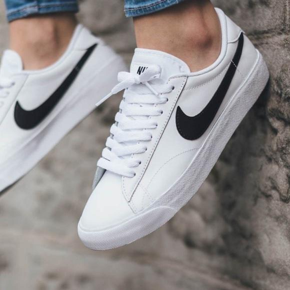 7d0a770310a5 NWT Nike classic black swoosh