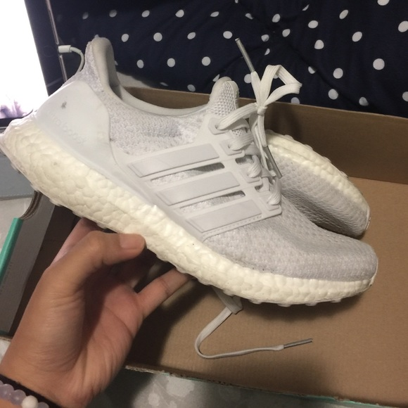 White ultra boost. Just dirty. Good condition.