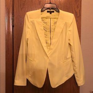 Cropped back yellow blazer