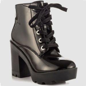 Serinna - Black Syn Aldo heeled boots!