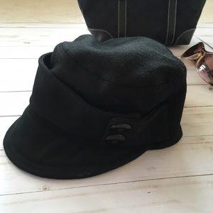 Accessories - Black felt cap