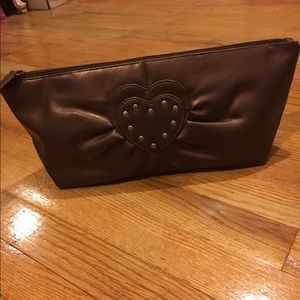 Handbags - Like new heart bronze clutch