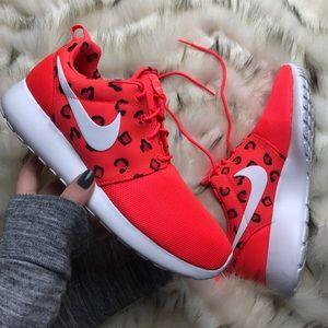 Nike Shoes - NWT Nike roshe 🐾