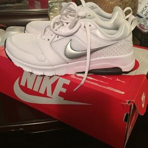 Women's Nike Air Max Motion Size 7