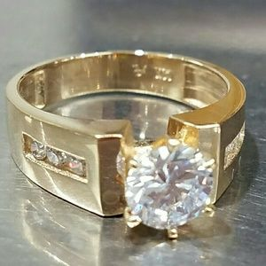 1ct Center stone yellow gold engagement ring sz 7
