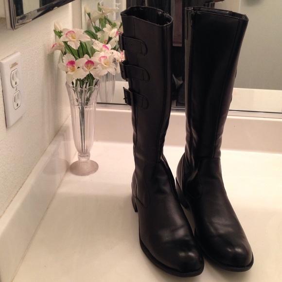 6d4c535feac Cute Ladies Black Low Heel Boots.
