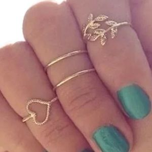 Jewelry - New✨ 4 Pc Dainty Gold Rings 🌼✨