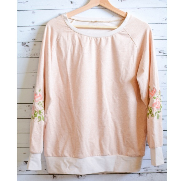 Tops - 💕Embroidered Floral Long Sleeve💕