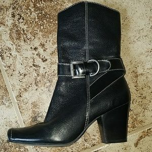 Matisse Katherine Buckle Pebbled leather boots 7.5