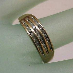 Jewelry - Estate 10k gold 27 diamonds wedding band ring