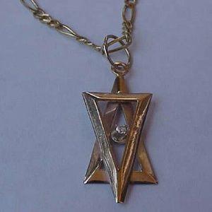 Jewelry - 14k gold Jewish star of David diamond pendant