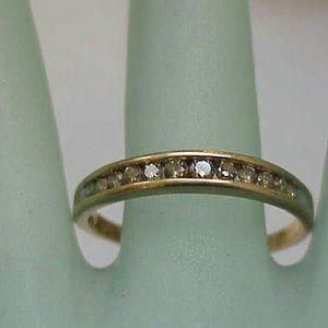 Jewelry - Estate 10k gold 12 diamonds wedding band ring