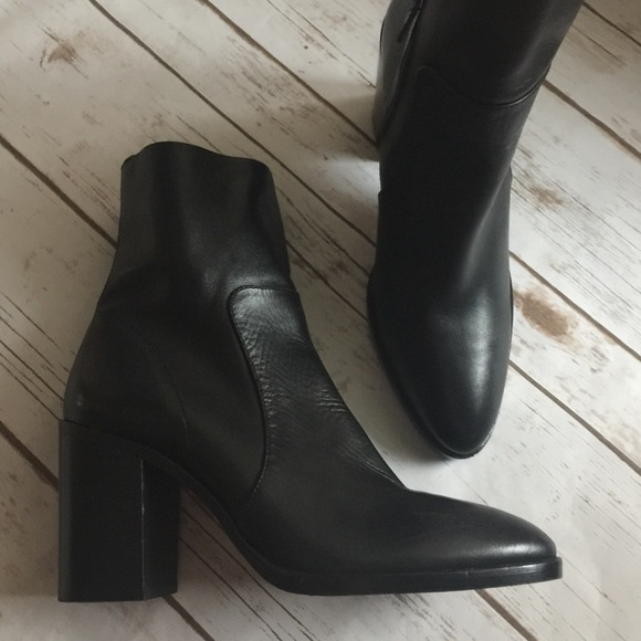 2e3c2009e8a TopShop Million pointy black leather ankle boots NWT