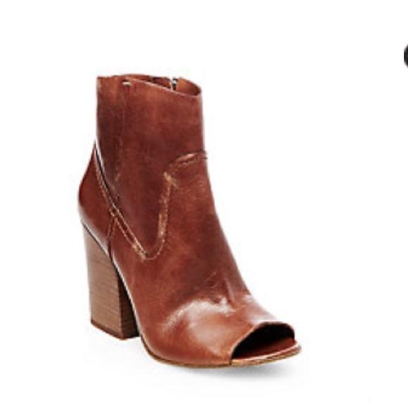 0c709a53b702 Steve Madden Veronah brown leather boots. M 586c49666d64bcb5ba0238ad