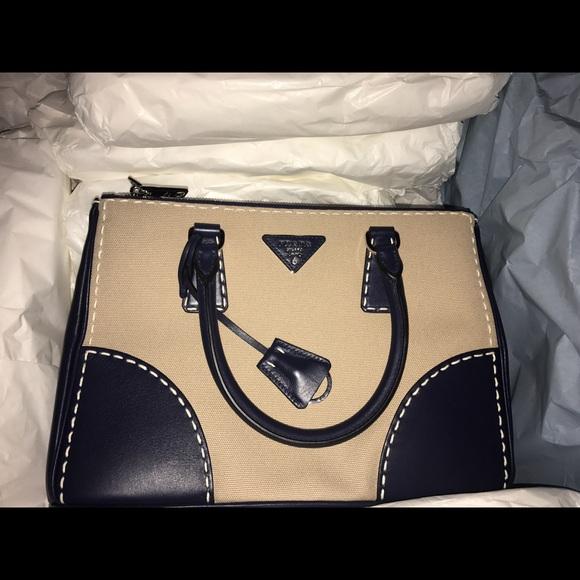 Prada Bags   2016 Brand New Purse With Receipt   Poshmark 5a0ca647c3