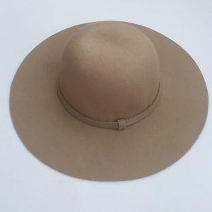 Deena & Ozzy Accessories - New Deena & Ozzy 100% Wool hat