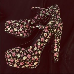 濾 Floral Print Platform Heels