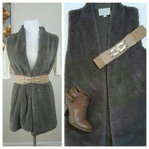 Hinge Jackets & Blazers - HINGE Faux Fur Sleeveless Vest XS/SM