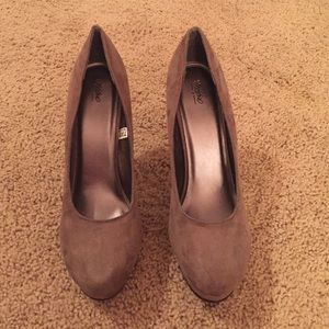Grey closed toed heels. Size: 8