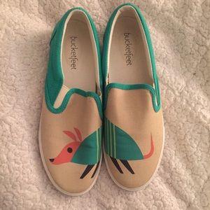 Bucket Feet Shoes - Bucket Feet Slip-On Aardvark Shoes Size: 7