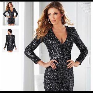 venus Dresses & Skirts - VENUS - V-neck sequin navy/black dress