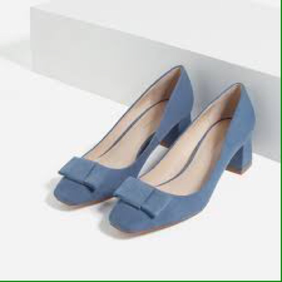 ZARA Collection NWOT suede block heels with bows. M 586d318c2599fe1ccb00b34a
