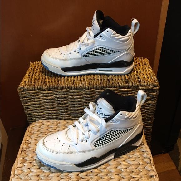 quality design d7b1b fefe2 Nike Air Jordan flight shoe size 4Y. M 586d3b6cbf6df5316800d572