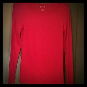 Apt. 9 Tops - Long light-weight sleeve crew neck shirt