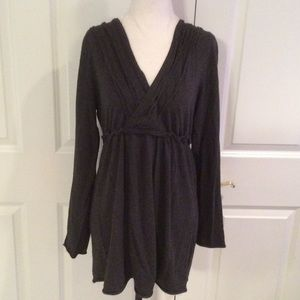 Sophie Max Tops - Super cute long gray V-neck crossover tunic