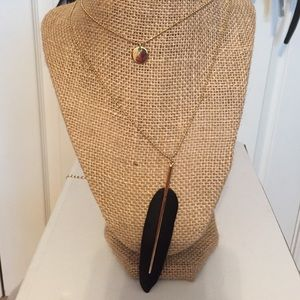 Gorgeous trendy long feather gold chain necklace.