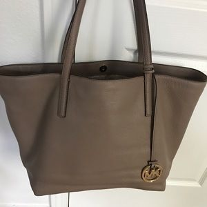 Michael Kors Izzy Large