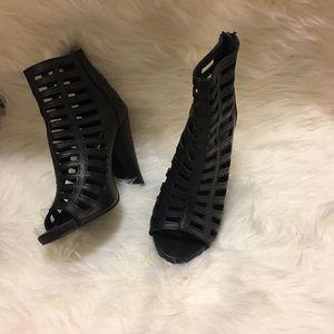 Gorgeous black Steve Madden heels