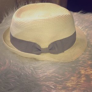 DNY Accessories - Fedora with grey bow