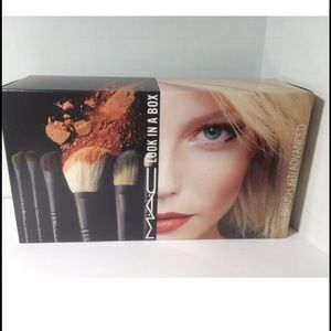 Brand new mac look in a box brush kit advanced
