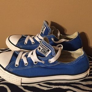converse  Other - size 2 converse. Boy or girl !!!
