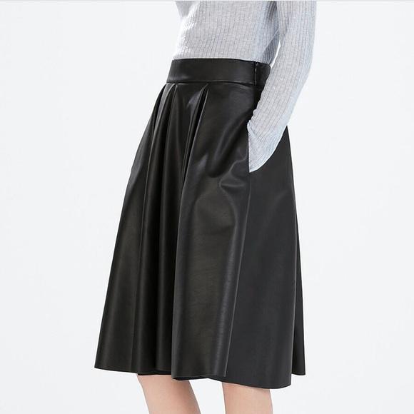 2a42505d0146 ... faux leather skirt size 4. M 586e8f8e2fd0b7922503ecf9