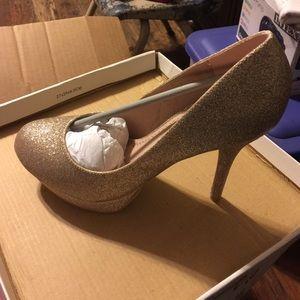 Olsenboye Shoes - Gold heels 👠